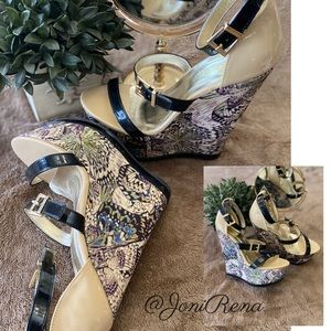 🦋Gorgeous BUTTERFLY Wedges🦋SIZE 7 Patent Leather